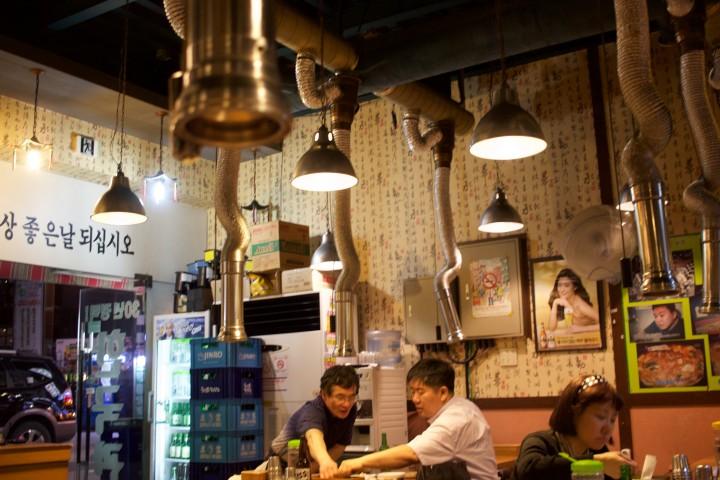 Day 6  Seoul Travels - Vending machine food, Hanok Village, more desserts