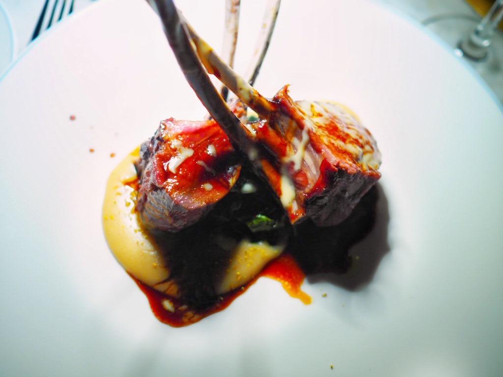 carre di agnello alla brace crema di tarallo cime di rapa e salsa di aglio dolce
